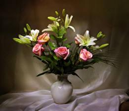 Обои Букет Лилии Розы Ваза цветок