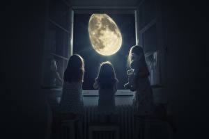 Фотографии Оригинальные Девочки Трое 3 Окно Ночь Луна Дети