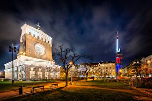 Фотографии Чехия Прага Дома Храмы Ночь Уличные фонари Скамья