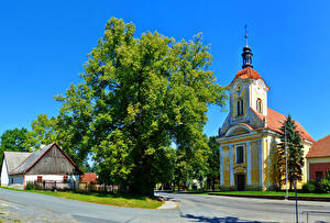 Фотография Чехия Храмы Церковь Дороги Деревья St. Katharina-Kirche Pavlíkov Города