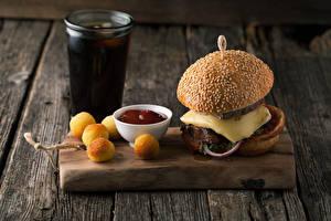 Обои Быстрое питание Гамбургер Выпечка Доски Разделочная доска Стакан Кетчуп Еда