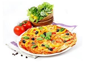 Фотография Быстрое питание Пицца Овощи Томаты Белом фоне Базилик душистый Еда