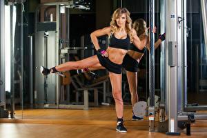 Картинки Фитнес Блондинка Униформа Живот Физические упражнения Девушки Спорт