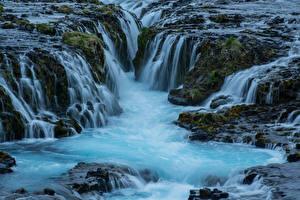 Картинки Исландия Водопады Речка Утес Мха Природа
