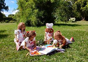 Фотография Парки Овощи Дизайна Куклы Девочка Повары Книги Траве Читает Grugapark Essen