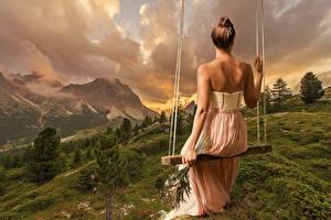Обои Пейзаж Качели Платье Сзади Сидящие Спины Девушки Природа