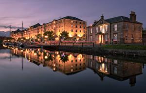 Фотографии Шотландия Здания Речка Пирсы Ночные Уличные фонари Отражение Glasgow Города
