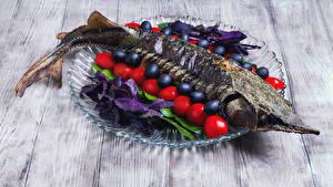 Обои Морепродукты Рыба Овощи Оливки Томаты Доски Продукты питания