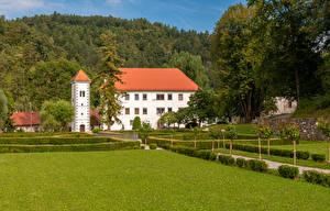 Обои Словения Замки Ландшафтный дизайн Газон Castle Polhov Gradec Города