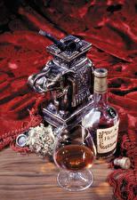 Обои Натюрморт Алкогольные напитки Виски Бутылка Бокалы hennessy Еда