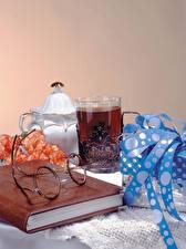 Фотографии Натюрморт Чай Стакан Книга Очки Подарки Пища