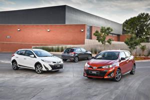 Обои Toyota Трое 3 Металлик 2017-18 Yaris машина