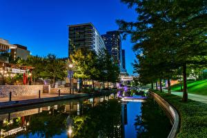 Картинки США Дома Вечер Техас Водный канал Уличные фонари Деревья Woodlands Waterway