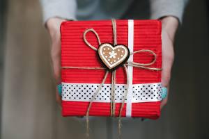 Картинка День всех влюблённых Подарки Коробка Сердечко