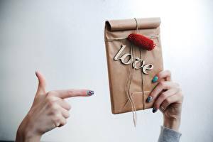 Обои День святого Валентина Руки Подарки Еда картинки