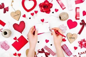 Картинки День всех влюблённых Сердечко Руки