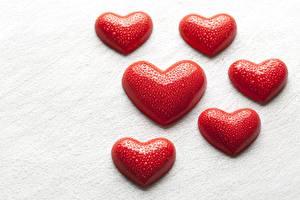 Картинка День всех влюблённых Сердце Красный Капли Белый фон