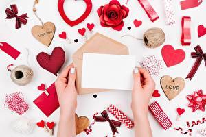 Фото День всех влюблённых Письмо Руки Сердечко Шаблон поздравительной открытки