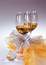 Картинка Вино Бокалы 2 Бантик Продукты питания