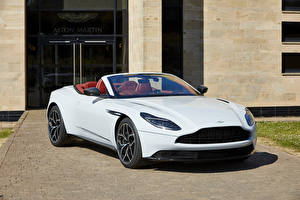 Обои Астон мартин Белые Кабриолет Металлик 2018 DB11 V8 Volante Henley Royal Regatta Машины