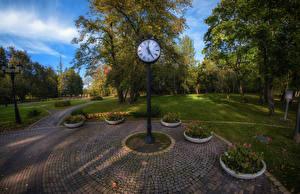 Картинка Беларусь Парки Часы Газон Деревья Loshitski park Minsk