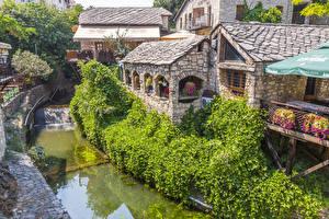 Обои Босния и Герцеговина Здания Реки Кусты Mostar