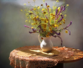 Фото Букеты Люпин Ромашки Стол Ваза Цветы