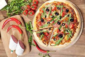 Фотографии Быстрое питание Пицца Колбаса Перец Томаты Разделочная доска