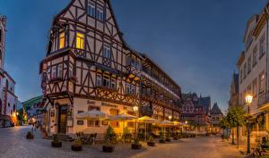 Фотографии Германия Здания Улица Ночь Уличные фонари Зонт Bacharach