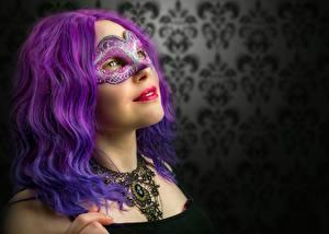 Фотография Маски Смотрит Волосы Фиолетовый Девушки