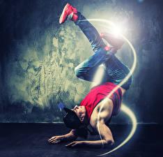 Картинки Мужчины Танцы Ног Руки Кепке