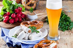 Фотографии Редис Пиво Мясные продукты Сосиска Выпечка Стакан Пена