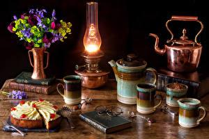 Картинка Натюрморт Букеты Тюльпаны Керосиновая лампа Чайник Торты Чашка Книга Очки Кусок Пища