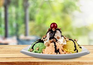 Фотографии Сладости Мороженое Шоколад Черешня Шарики Тарелка Продукты питания