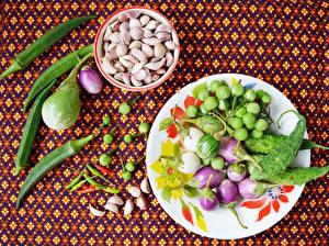 Картинка Овощи Баклажан Чеснок Перец Тарелка