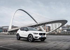 Картинка Volvo Белый 2017-18 XC40 D4 R-Design