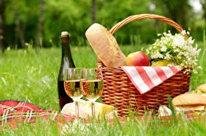 Картинки Вино Хлеб Пикник Корзинка Бокал Бутылки Еда