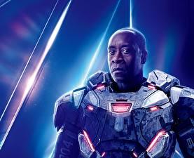 Фото Мстители: Война бесконечности Мужчины Негр Don Cheadle Кино Знаменитости