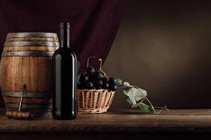 Обои Бочка Вино Виноград Бутылки Корзинка Продукты питания