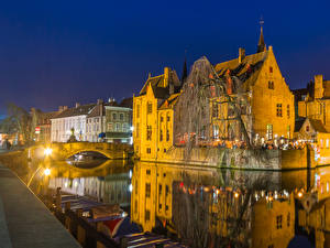 Фотография Бельгия Здания Речка Мосты Вечер Брюгге Уличные фонари Города