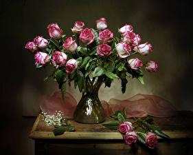 Картинка Букеты Розы Стол Ваза Цветы