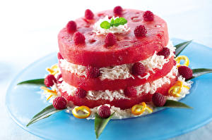 Фото Пирожное Арбузы Малина Тарелка Дизайн Продукты питания