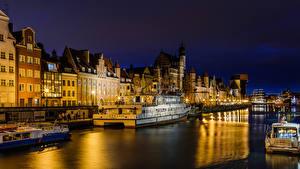 Фотографии Гданьск Польша Дома Реки Причалы Корабли Речные суда Ночь
