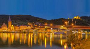 Фото Германия Дома Реки Мосты Вечер Уличные фонари Bernkastel-Kues Города