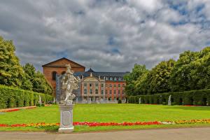 Фотография Германия Здания Скульптуры Дворца Газоне Trier Города