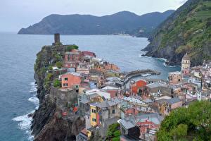 Фотографии Италия Лигурия Вернацца Дома Заливы Скалы Города