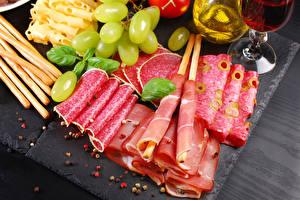Фотография Мясные продукты Колбаса Ветчина Виноград Нарезка Еда