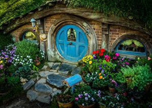 Картинка Новая Зеландия Парки Здания Анютины глазки Дизайн Matamata Hobbit House Города