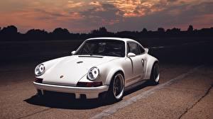 Картинка Porsche Белых 911 2018 DLS Singer Vehicle Design машина