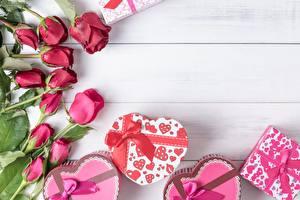Картинки Розы День всех влюблённых Подарки Сердечко Цветы